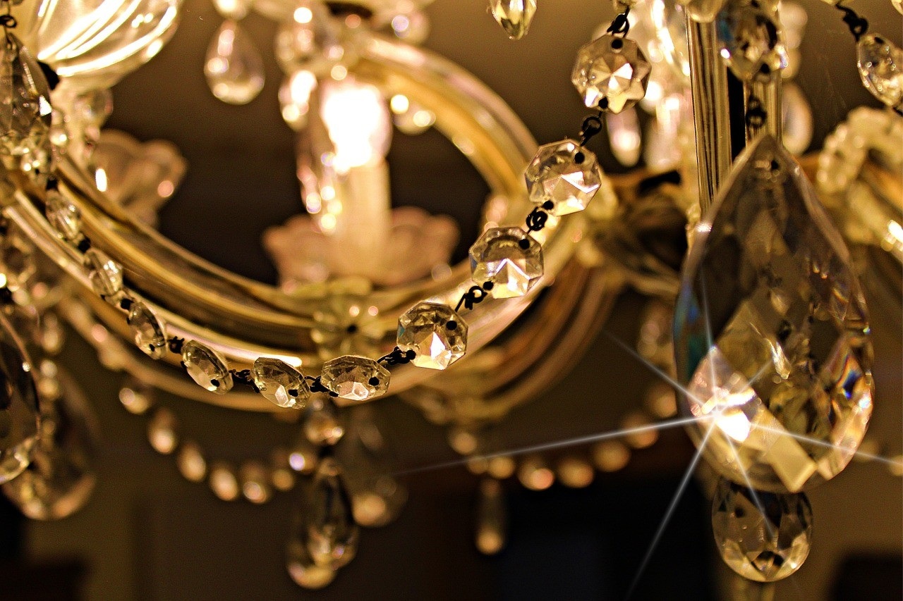 Do energooszczędnych świat należy – rzucamy światło na królestwo oświetlenia