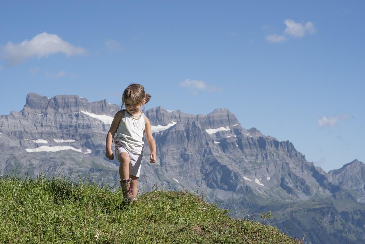 Górskie wędrówki z dzieckiem – czy warto i jak się przygotować?