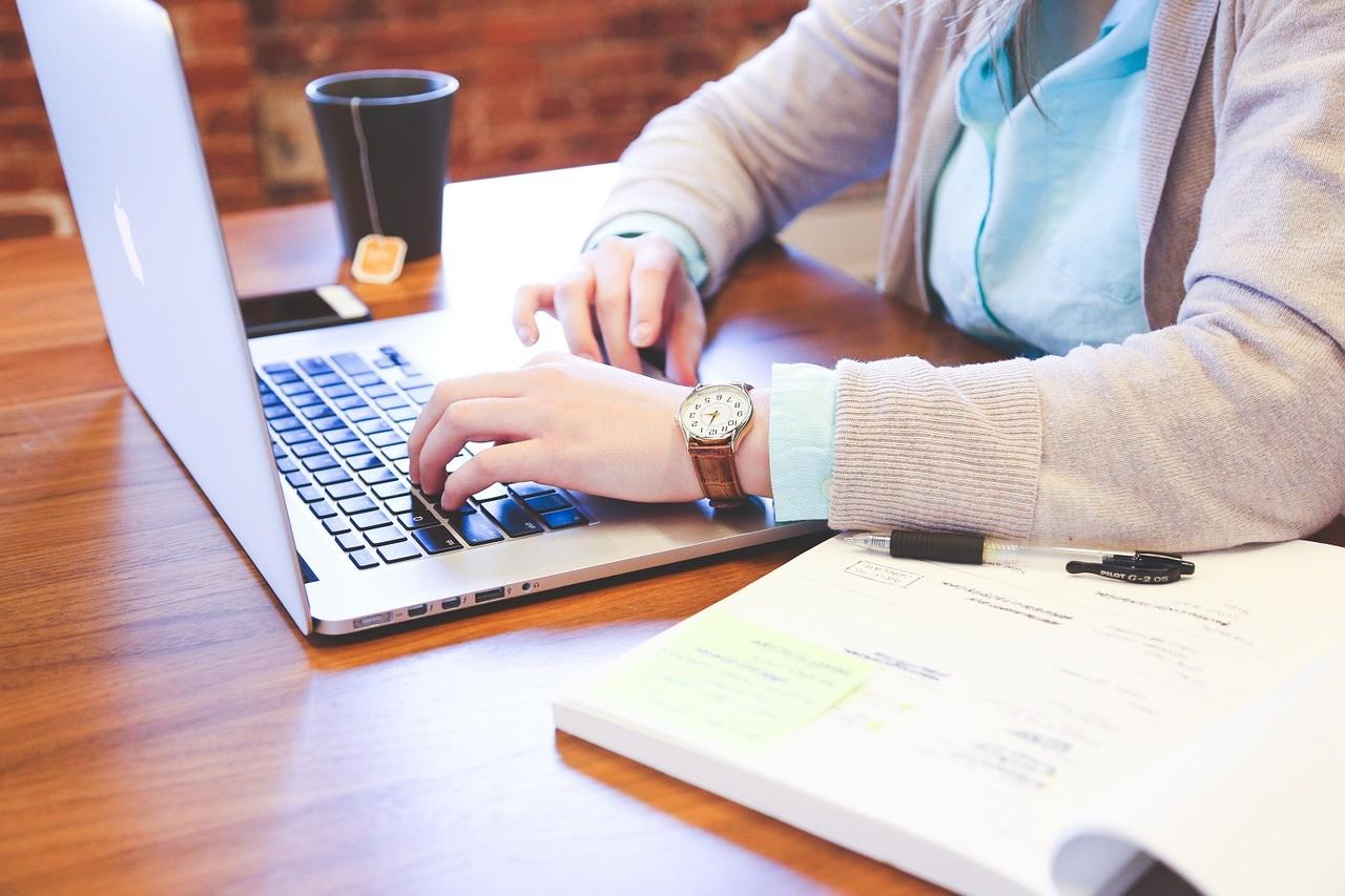Praca zdalna – jakie korzyści zniej wypływają?