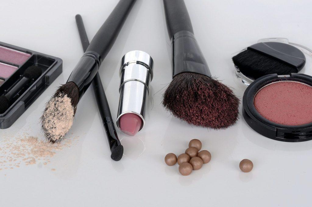 cosmetics-1367779_1280