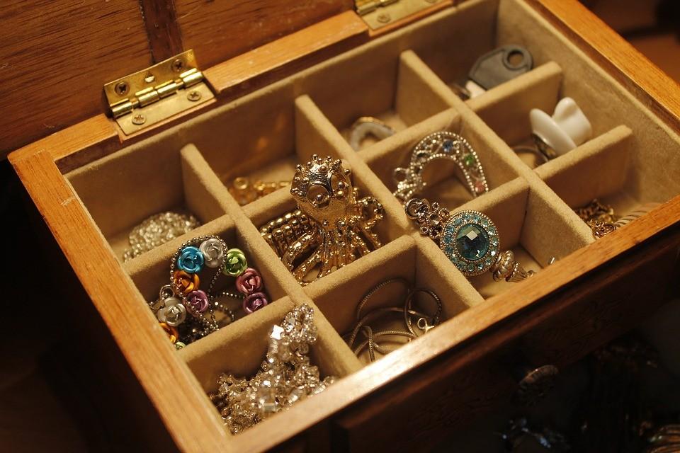 Jak dbać obiżuterię złotą isrebrną?