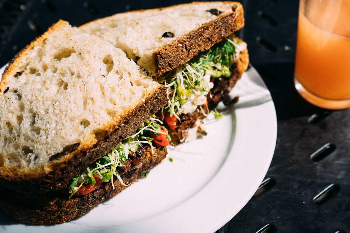Pasztet drobiowy – prosty sposób napyszne kanapki