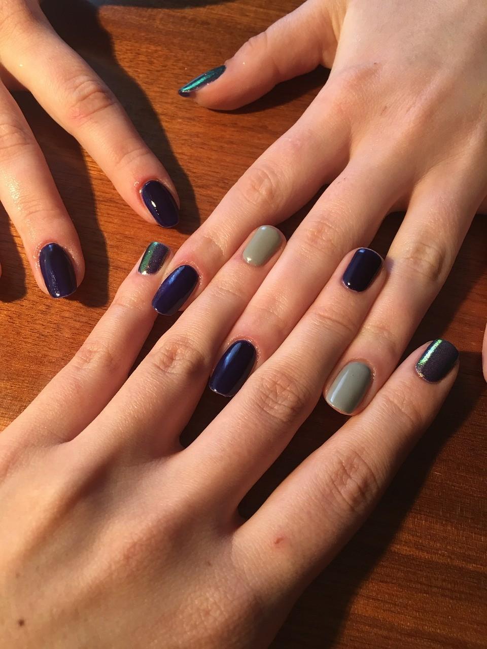 Trendy w jesienno-zimowej stylizacji paznokci