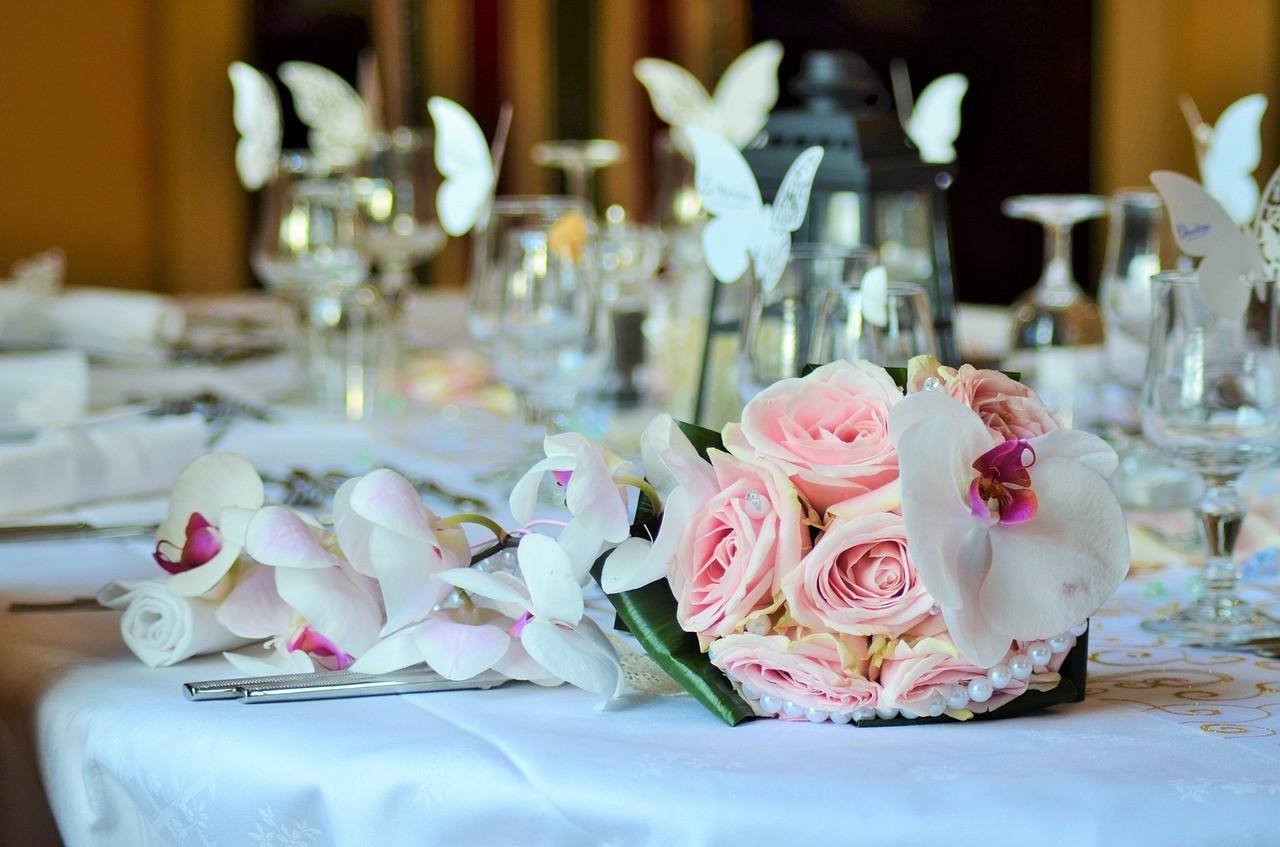 Dekoracja sali iKościoła,  menu weselne – co wybrać?