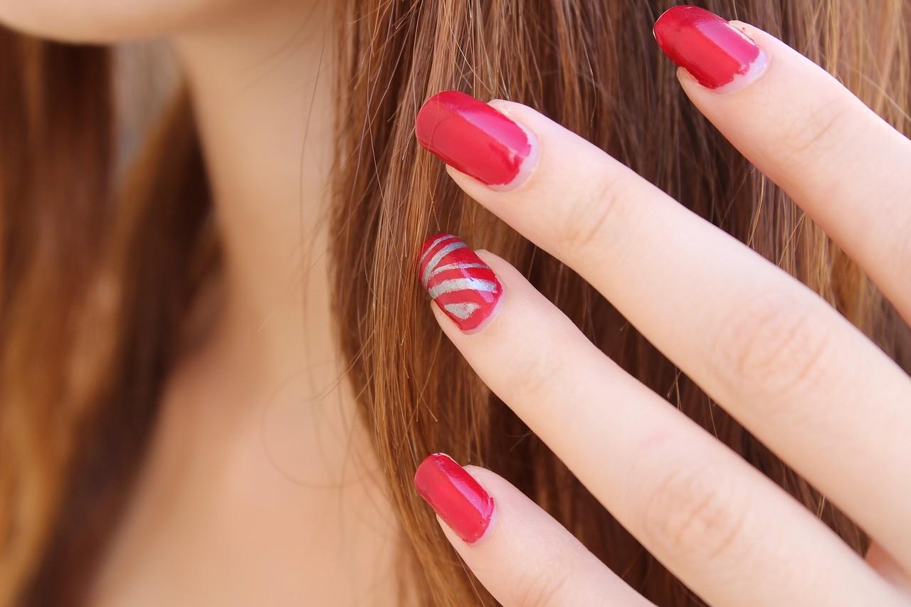 Jak samodzielnie wdomu wykonać manicure?