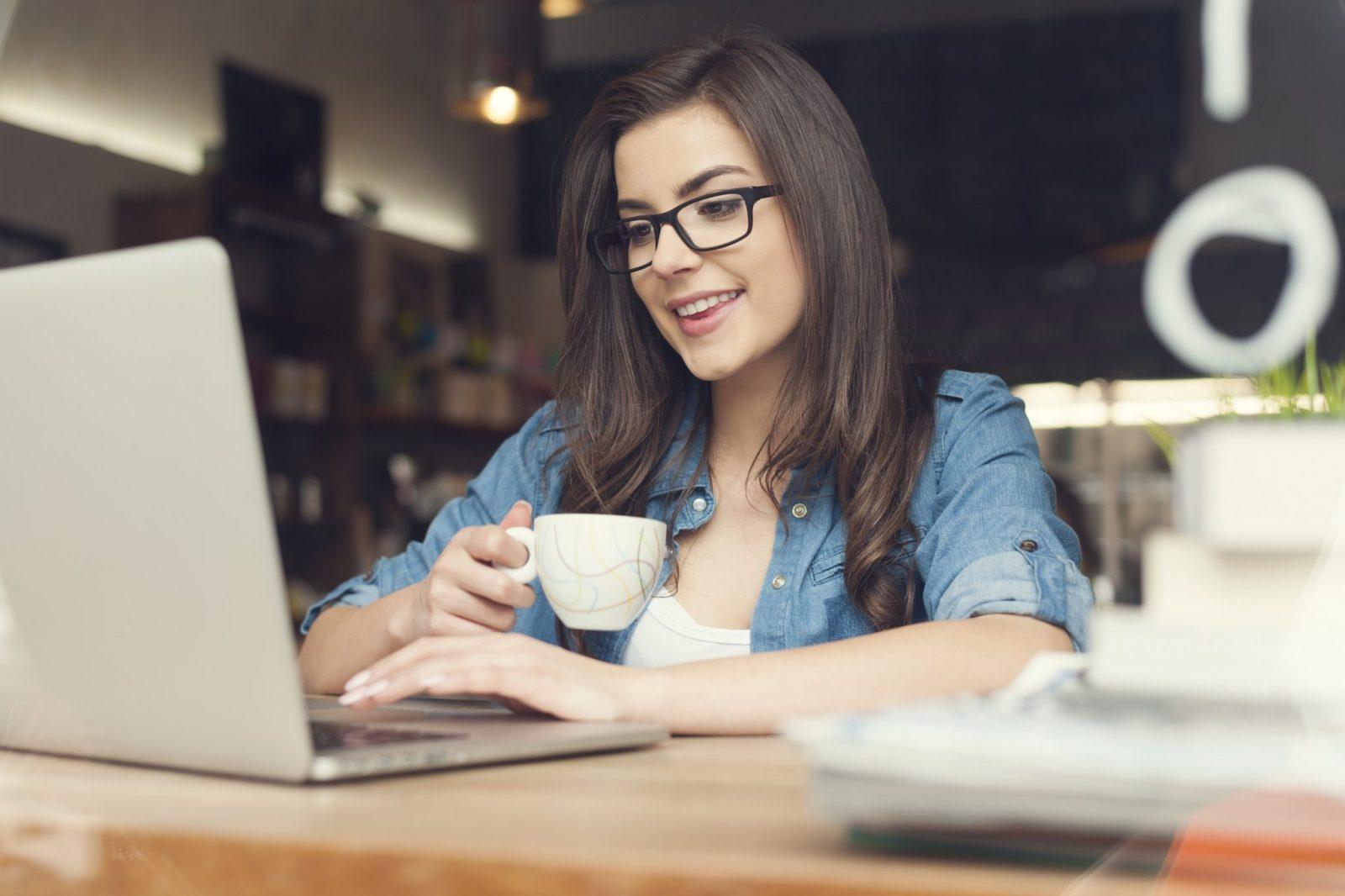 Gadżety dla nowoczesnej kobiety – uczyń życie przyjemniejszym!