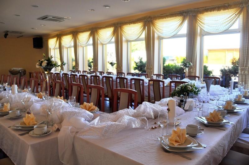Sale weselne, zaproszenia, suknia ślubna. Czeka Cię organizacja wesela?