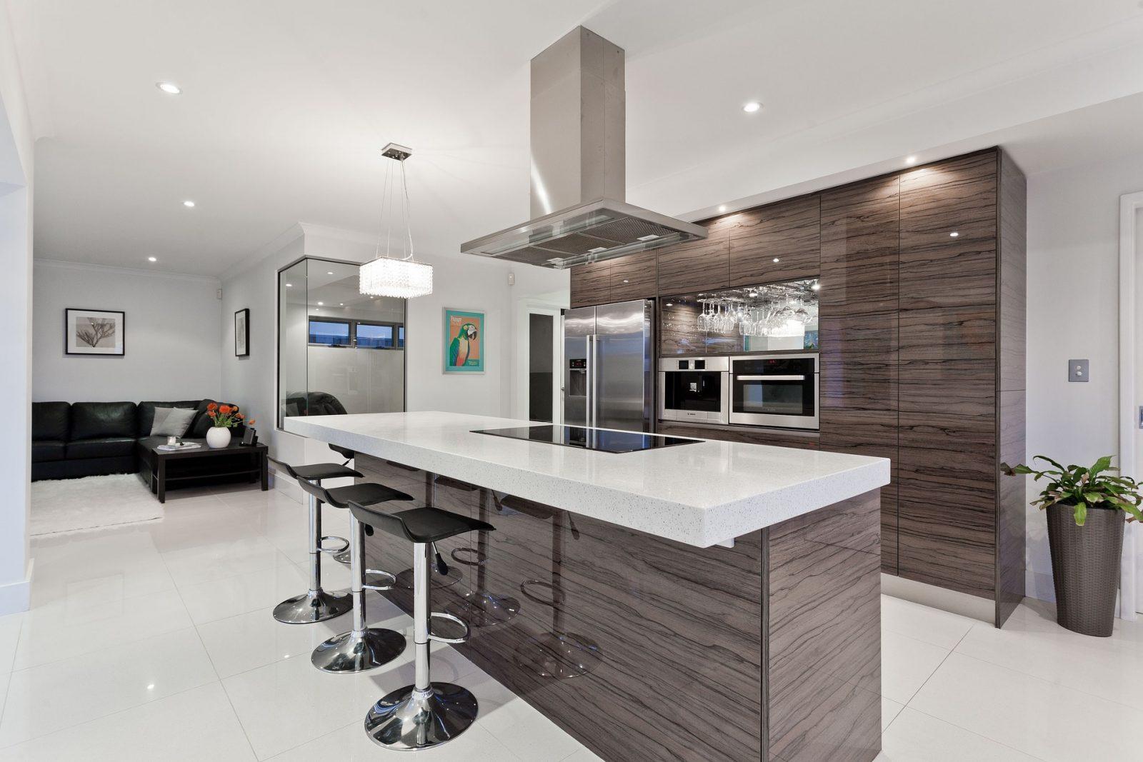 Kuchnia połączona z salonem w małym mieszkaniu- czy warto brać pod uwagę takie rozwiązanie?