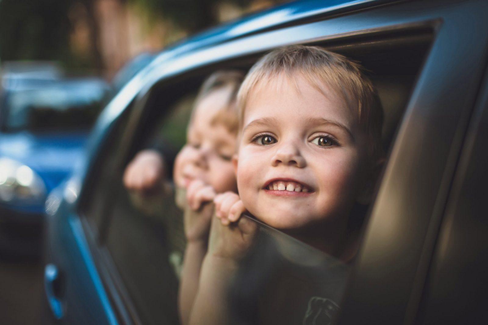 Długa podróż samochodem zmałym dzieckiem – jak się przygotować?