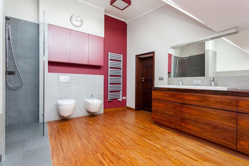 Jak wykorzystać drewno w łazience?