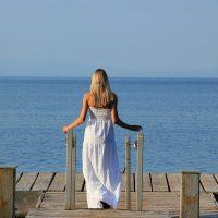 Jak wybrać zwiewną sukienkę na plażę?