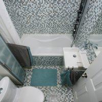 Jak urządzić małą łazienkę? 8 sprawdzonych porad