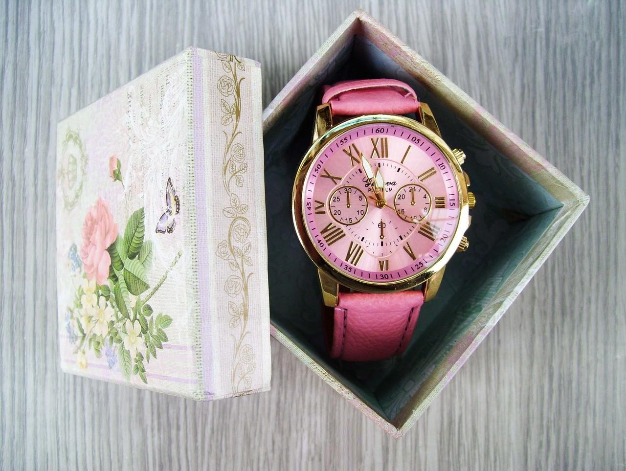 f3e8cdcf6f843e Buty, torebka, rękawiczki czy wreszcie zegarek to elementy, która stanowią  ponadczasowy dodatek do każdej stylizacji. Sprawia to, że są uwzględniane  przez ...