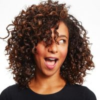 Zakręć się! Co zrobić, żebypodkreślić skręt włosów?