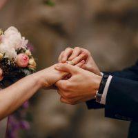 Wybieramy suknię ślubną.