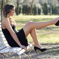 Klasyczne szpilki czarne, eleganckie czerwone czysubtelne wodcieniu pudrowego różu – wybierz model odpowiedni dla siebie.