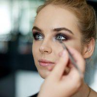 Makijaż nasesję zdjęciową – jak wykonać trwały makijaż dozdjęć?
