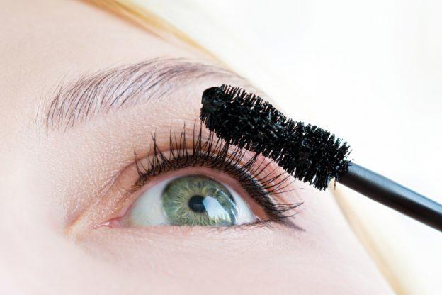 Jak pomalować oczy, aby podkreślić kolor tęczówki?